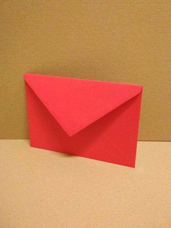 červená obálka na pozvánky