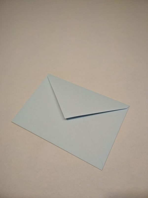 pastelovo modrá obálka