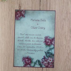 Oznámenie pozadie a fialové kvety